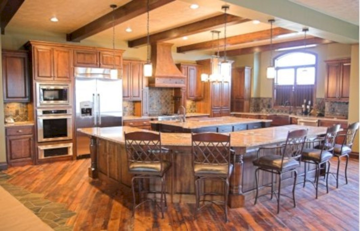 Fascinating kitchen islands ideas with seating and dining areas (24)