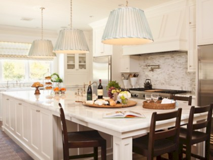 Fascinating kitchen islands ideas with seating and dining areas (26)