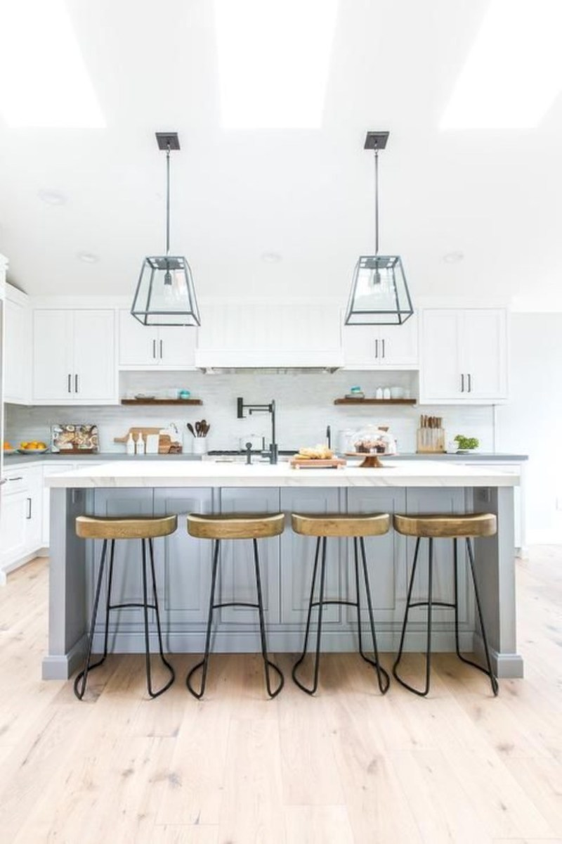 Fascinating kitchen islands ideas with seating and dining areas (27)