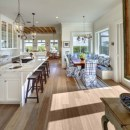 Fascinating kitchen islands ideas with seating and dining areas (9)