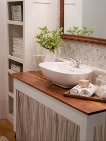 Simple and cozy farmhouse wooden bathroom inspirations ideas 06