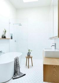 Simple and cozy farmhouse wooden bathroom inspirations ideas 08