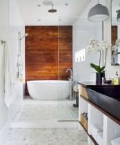 Simple and cozy farmhouse wooden bathroom inspirations ideas 12
