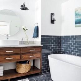 Simple and cozy farmhouse wooden bathroom inspirations ideas 26