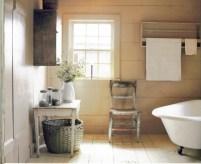 Simple and cozy farmhouse wooden bathroom inspirations ideas 44