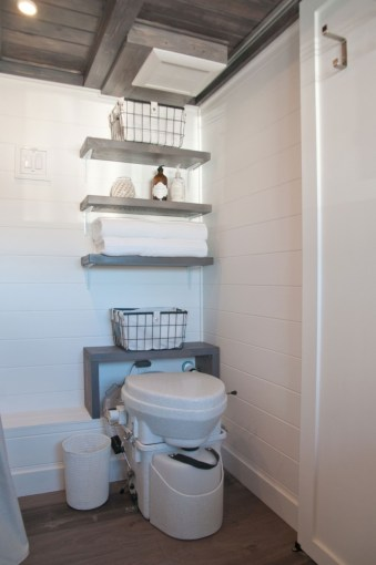 Totally brilliant tiny house bathroom design ideas (43)