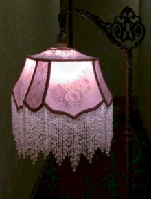 Vintage victorian lamp shades ideas for your bedroom (10)