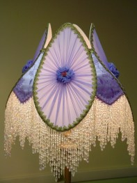 Vintage victorian lamp shades ideas for your bedroom (24)