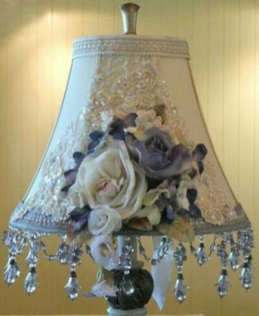 Vintage victorian lamp shades ideas for your bedroom (35)