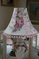Vintage victorian lamp shades ideas for your bedroom (39)