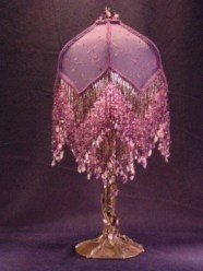 Vintage victorian lamp shades ideas for your bedroom (8)