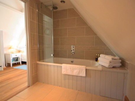 Cool attic bathroom remodel ideas 07