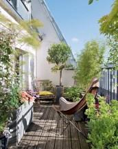 Cozy small balcony design decoration ideas 06