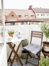 Cozy small balcony design decoration ideas 14