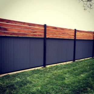 Easy and cheap backyard privacy fence design ideas 14