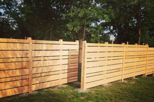 Easy and cheap backyard privacy fence design ideas 35
