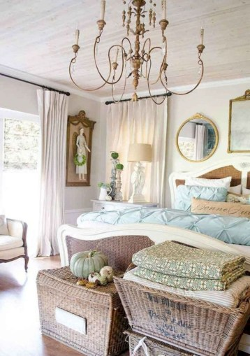 Romantic shabby chic bedroom decorating ideas 12