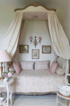 Romantic shabby chic bedroom decorating ideas 34