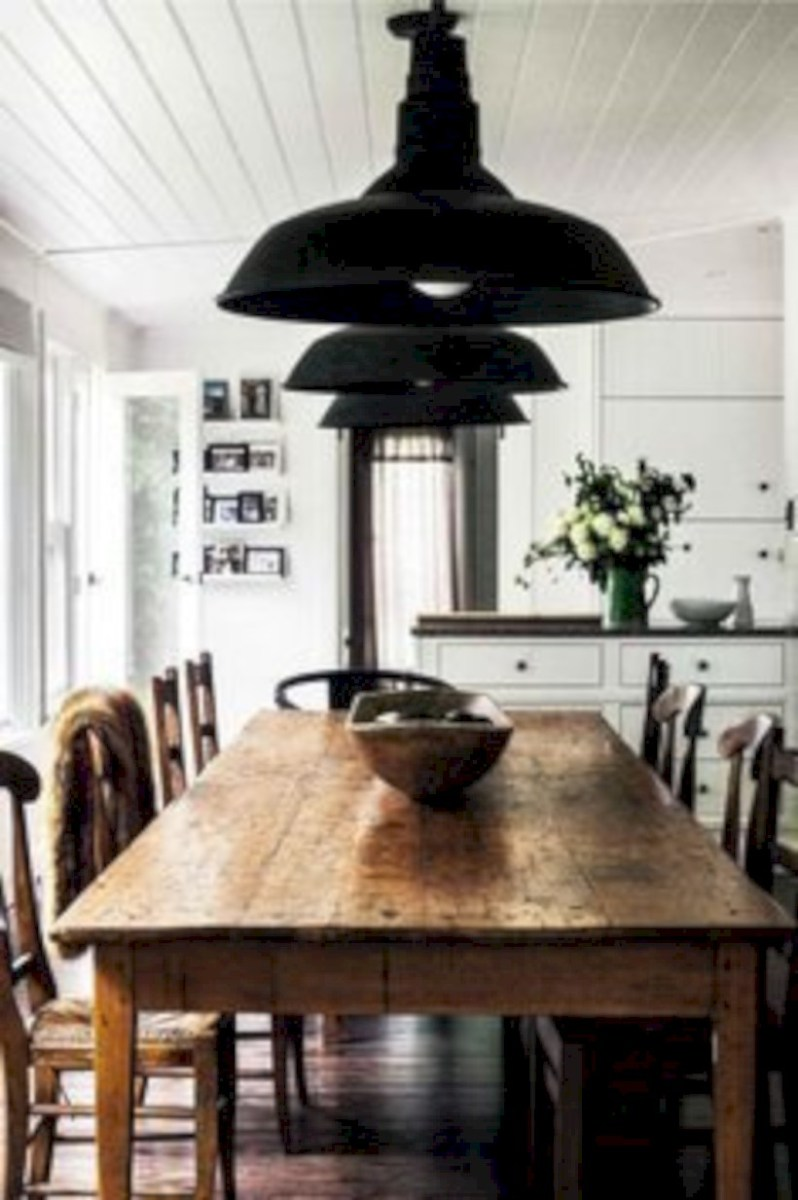 Rustic farmhouse dining room table decor ideas 19