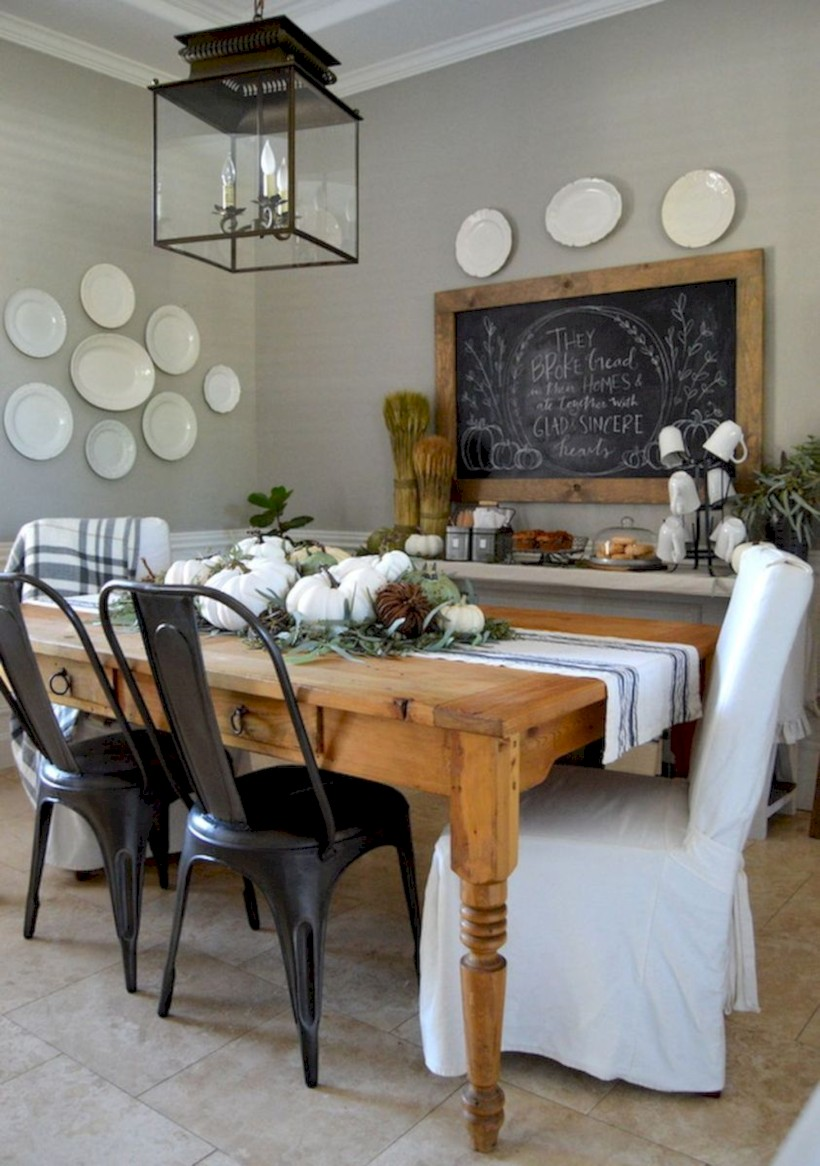 Rustic farmhouse dining room table decor ideas 22