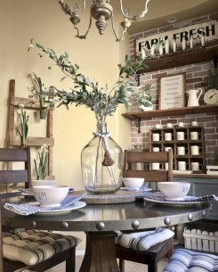 Rustic farmhouse dining room table decor ideas 27