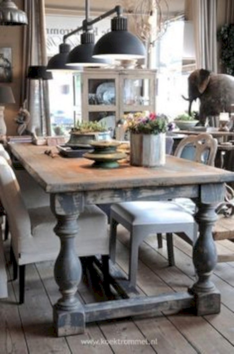 Rustic farmhouse dining room table decor ideas 29