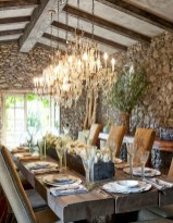 Rustic farmhouse dining room table decor ideas 31
