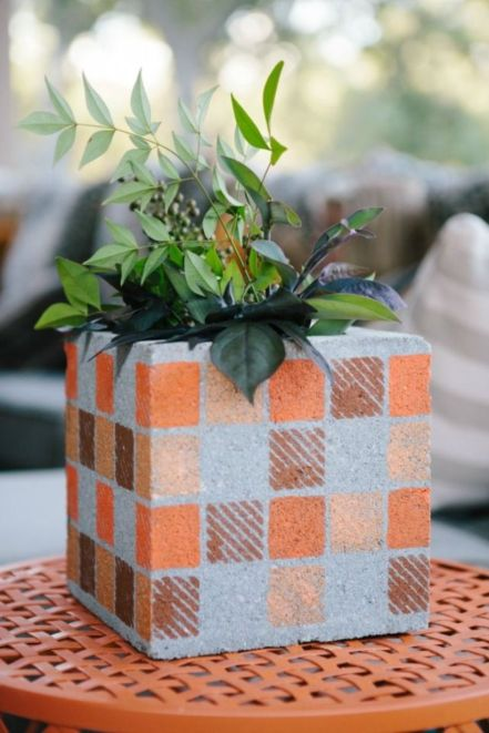 Adorable easy cinder block ideas for garden (23)