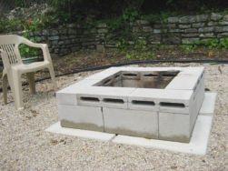 Adorable easy cinder block ideas for garden (40)