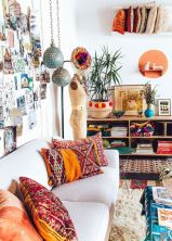 Amazing bohemian style living room decor ideas (38)