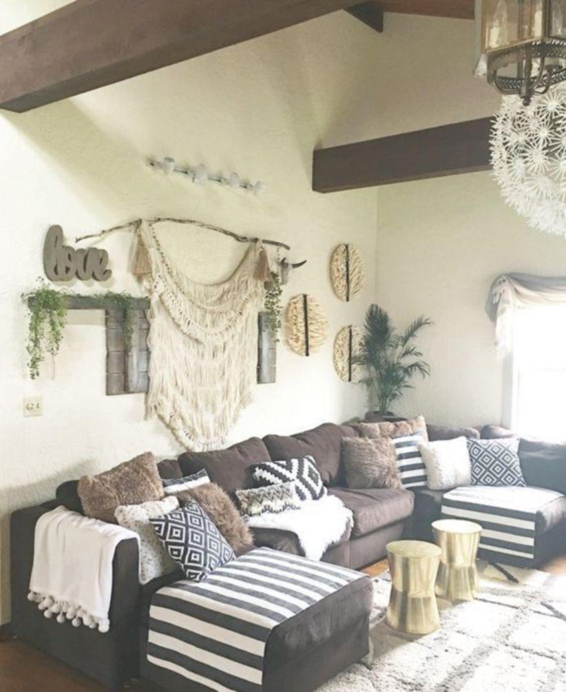 Amazing bohemian style living room decor ideas (48) - Round Decor