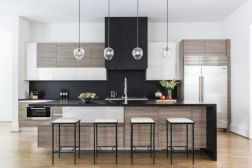 Stylish luxury black kitchen design ideas (37)