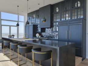 Stylish luxury black kitchen design ideas (38)