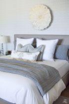 Totally inspiring black and white geometric wallpaper ideas for bedroom (14)