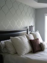 Totally inspiring black and white geometric wallpaper ideas for bedroom (38)