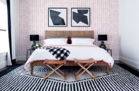 Totally inspiring black and white geometric wallpaper ideas for bedroom (43)