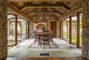 Amazing rustic mountain farmhouse decorating ideas (41)