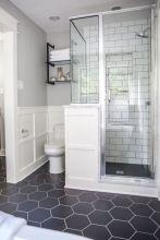 Beautiful urban farmhouse master bathroom remodel ideas (20)