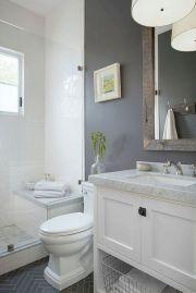 Beautiful urban farmhouse master bathroom remodel ideas (24)
