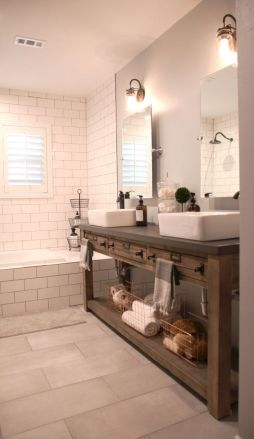 Beautiful urban farmhouse master bathroom remodel ideas (31)