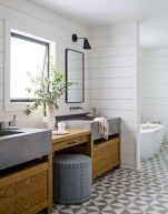 Beautiful urban farmhouse master bathroom remodel ideas (40)