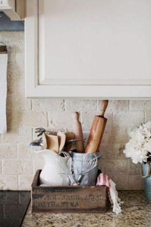 Elegant farmhouse decor ideas for your home (35)