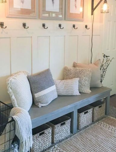 Elegant farmhouse decor ideas for your home (36)