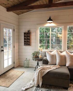 Elegant farmhouse decor ideas for your home (44)
