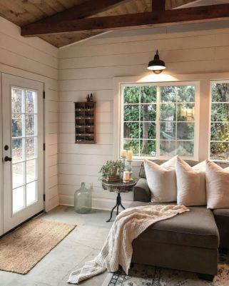 Elegant farmhouse decor ideas for your home (44)