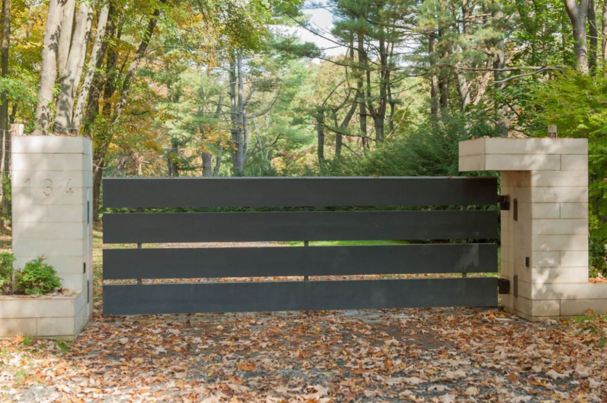 Exclusive and modern minimalist fence design ideas 24