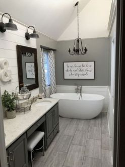 Gorgeous farmhouse master bathroom decorating ideas (13)