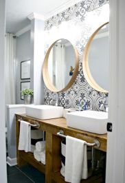 Gorgeous farmhouse master bathroom decorating ideas (17)