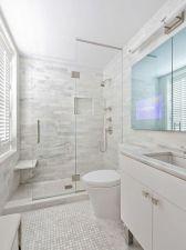 Gorgeous farmhouse master bathroom decorating ideas (30)