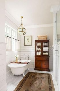 Gorgeous farmhouse master bathroom decorating ideas (39)